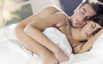 Abbracciarsi nel sonno per essere felici