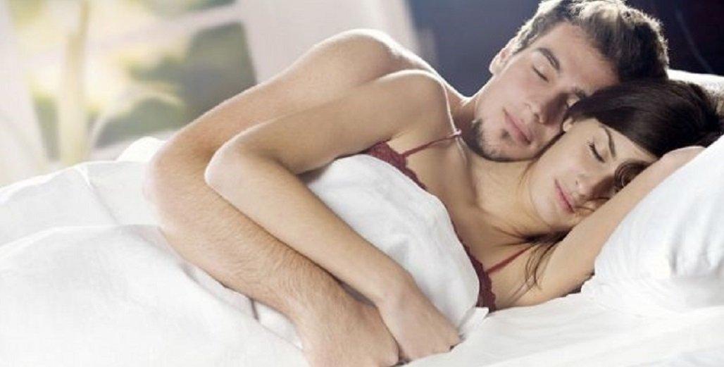 Abbracciarsi nel sonno